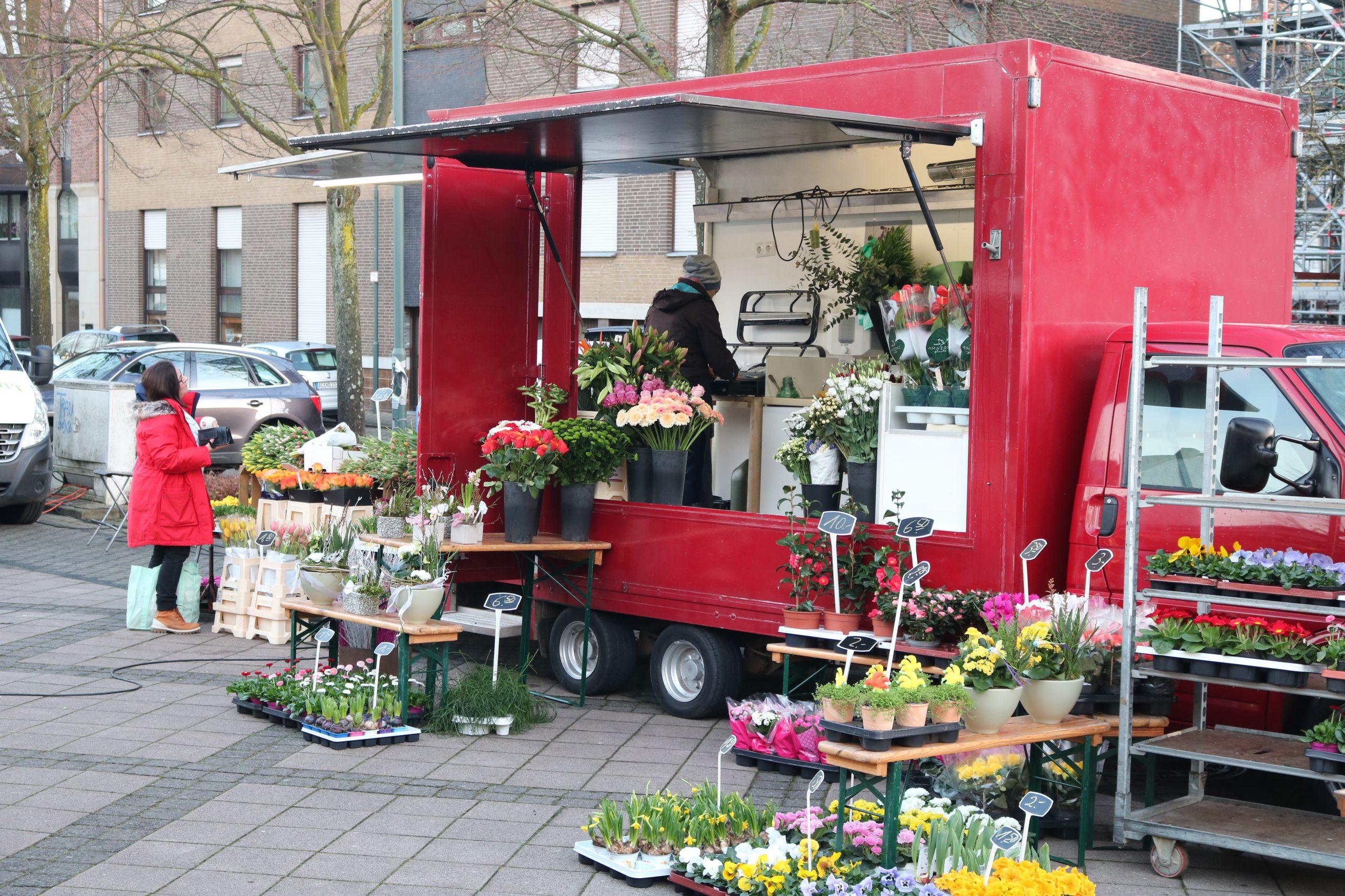 Blumen Hartmann – Unser Marktstand auf dem Wochenmarkt auf dem Jordansplatz in Stolberg